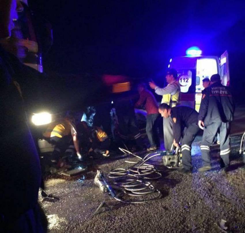 TIR ile otomobil çarpıştı: 2 kişi ölü