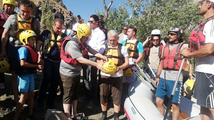 Binali Yıldırım, Erzincan'da rafting yaptı