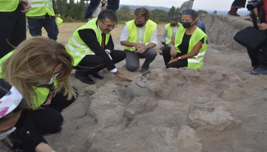8 bin yıllık geçmişe ışık tutacak Tavşanlı Höyük'te ilk kazı başladı