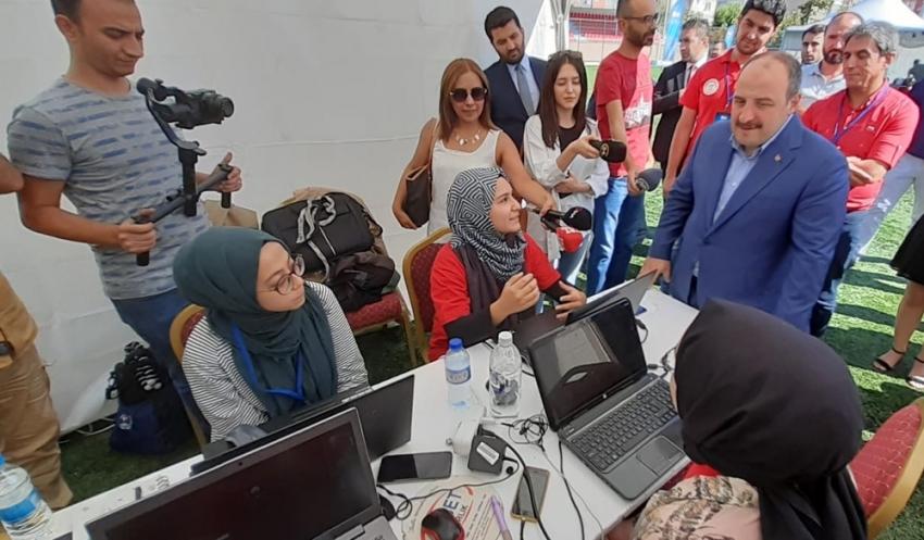 Bakan Varank Genç Hackathon yarışmacılarını ziyaret etti