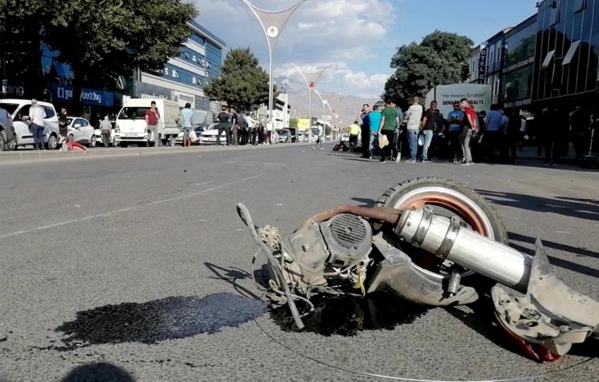 Erzincan'da iki motosiklet çarpıştı: 1 ölü, 2 yaralı