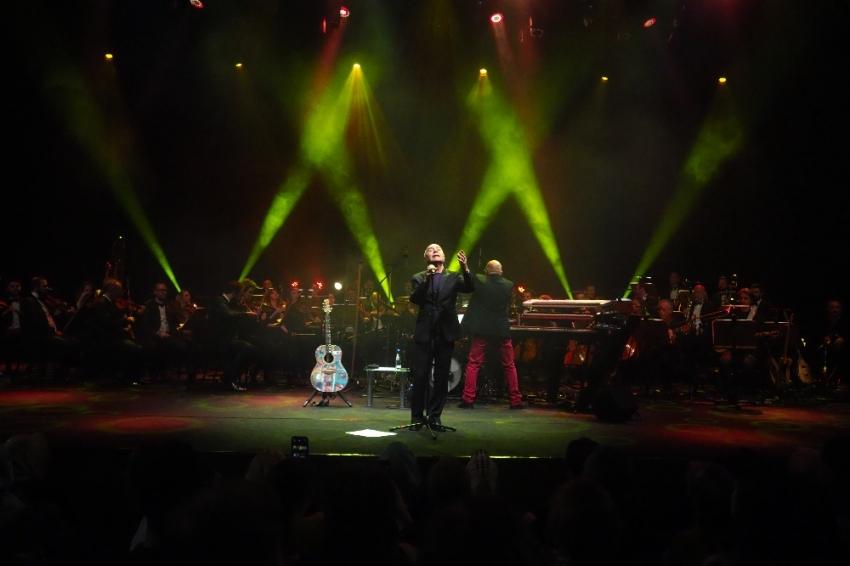 Mazhar Alanson'dan CRR Senfoni Orkestrası ile muhteşem konser