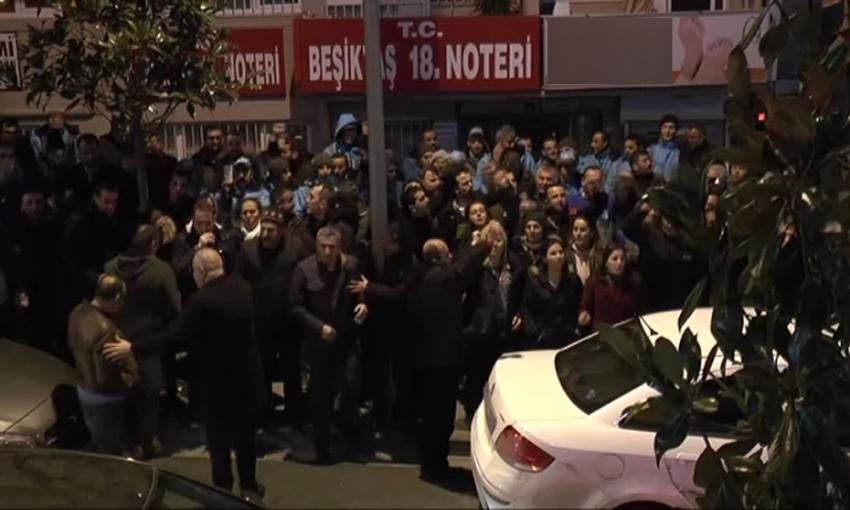 CHP'liler Beşiktaş Belediyesi önünde toplanmaya başladı
