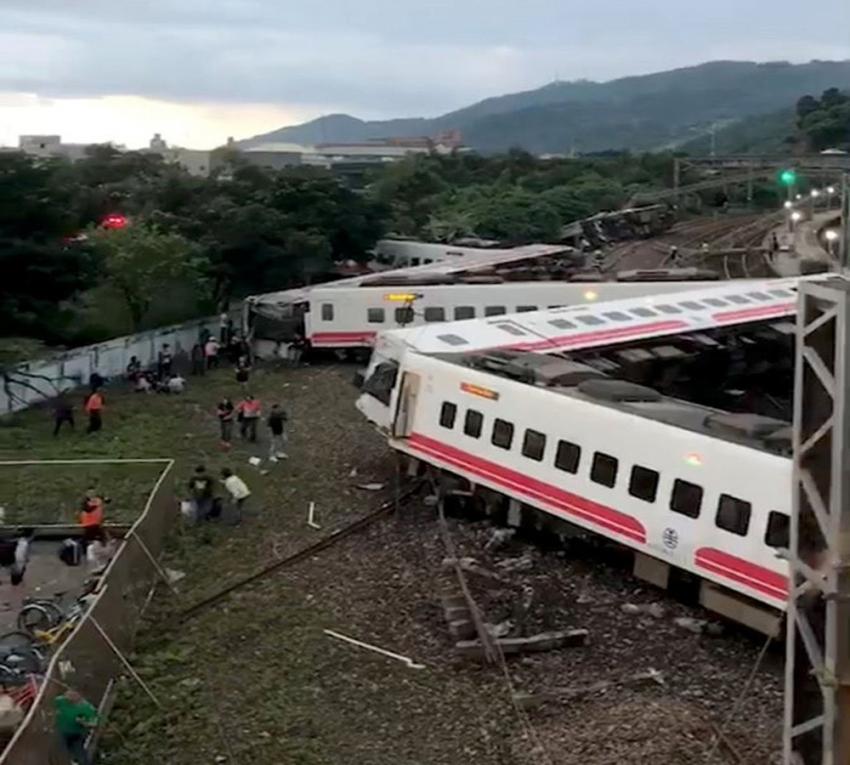 Tayvan'da tren kazası: 17 ölü