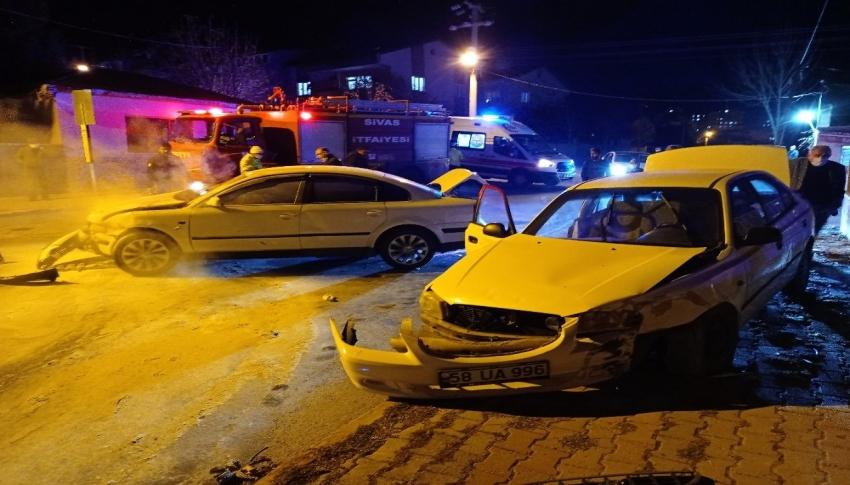 Otomobiller çarpıştı: 2 yaralı