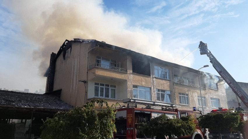 Çatıda çıkan yangın korku dolu anlar yaşattı
