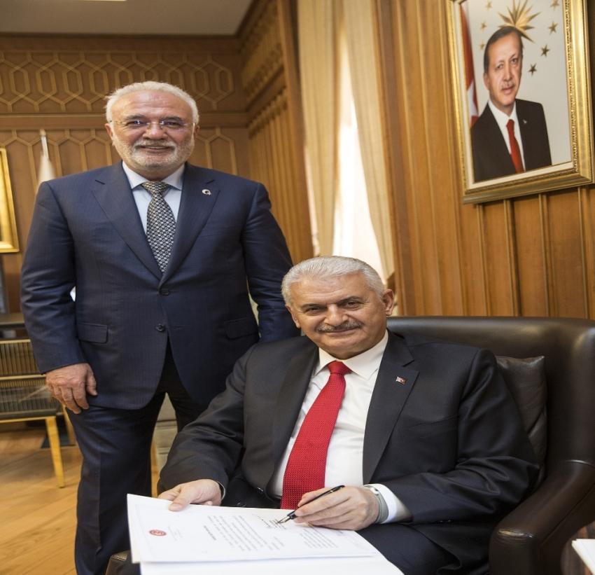 Cumhurbaşkanı Erdoğan'ın adaylığına dair dilekçeyi imzaladı