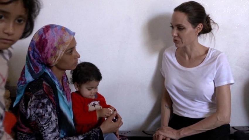 Angelina Jolie Suriyeli mültecileri ziyaret etti