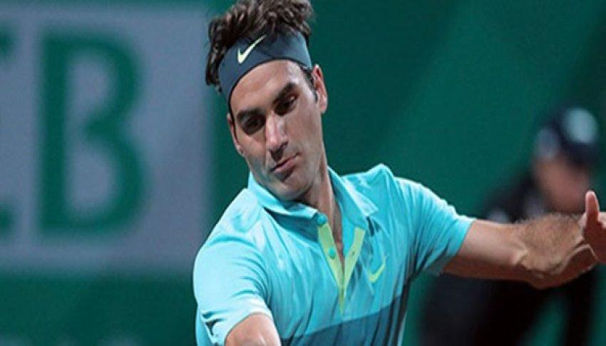 Federer zorlansa da yarı finalde!