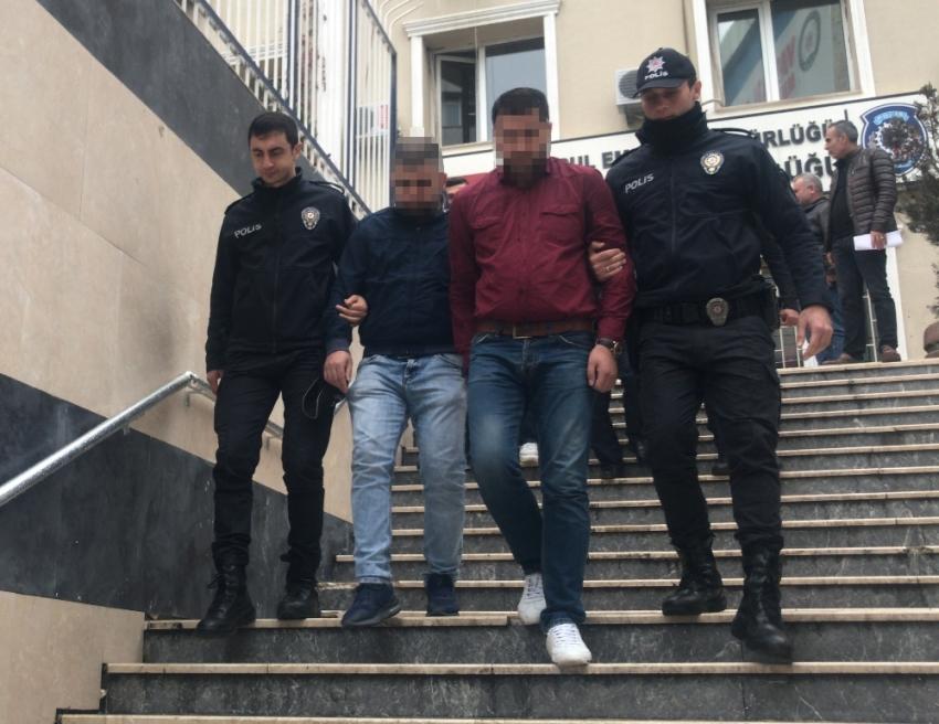 Seyyar satıcılar birbirine girdi: 5 yaralı, 17 gözaltı