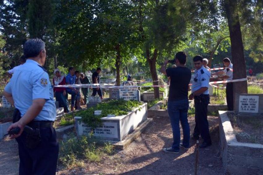 Bebek mezarından Kuran-ı Kerim sayfaları çıktı