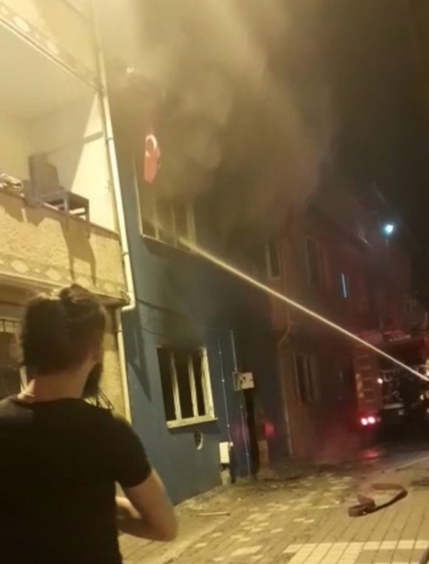 Bursa'da iki katlı binada korkutan yangın