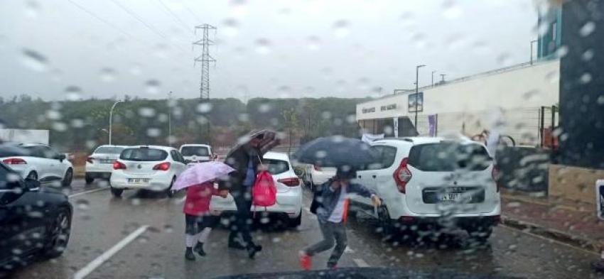 Bursa'da yağış hayatı olumsuz etkiliyor!