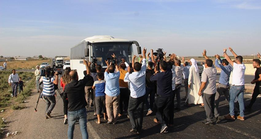 Vatandaşlardan sınıra giden askerlere sevgi seli.