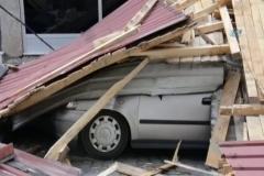 Fırtına çatıları uçurdu: Panik anı kamerada