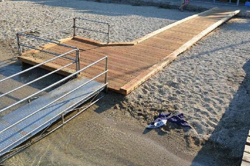 Foça plajlarına engelli rampası