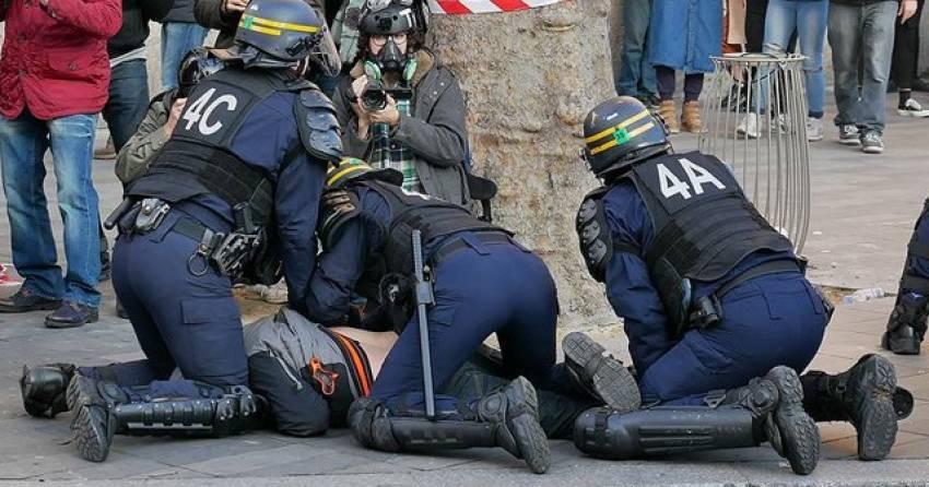 Fransa'da polis şiddetine yönelik protestolar devam ediyor
