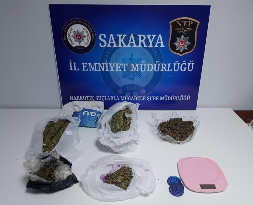 Sakarya'da semt pazarcısı uyuşturucu satıcısı çıktı