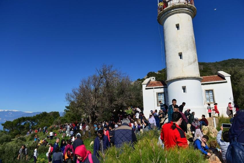 Bin 500 kişi tarihi Gelidonya Feneri'ne yürüdü
