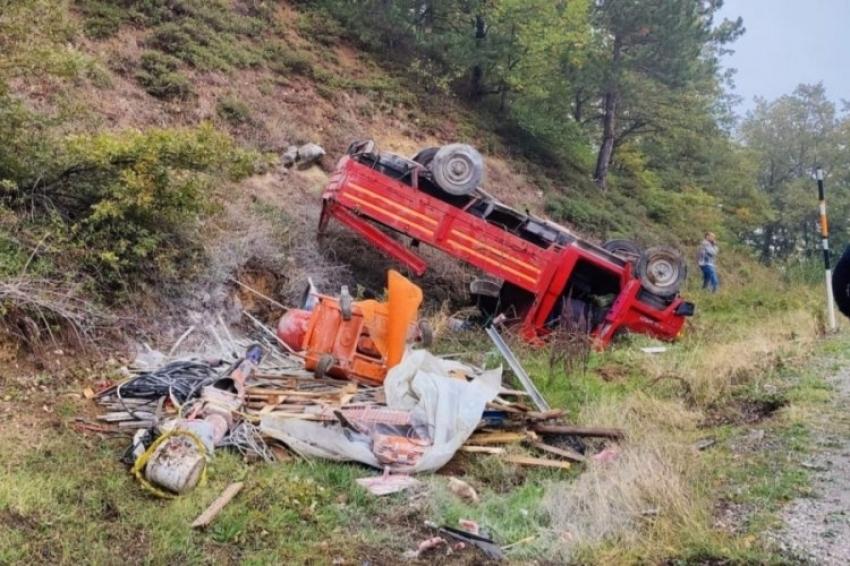 Bursa'da kamyonet şarampole yuvarlandı: 3  yaralı
