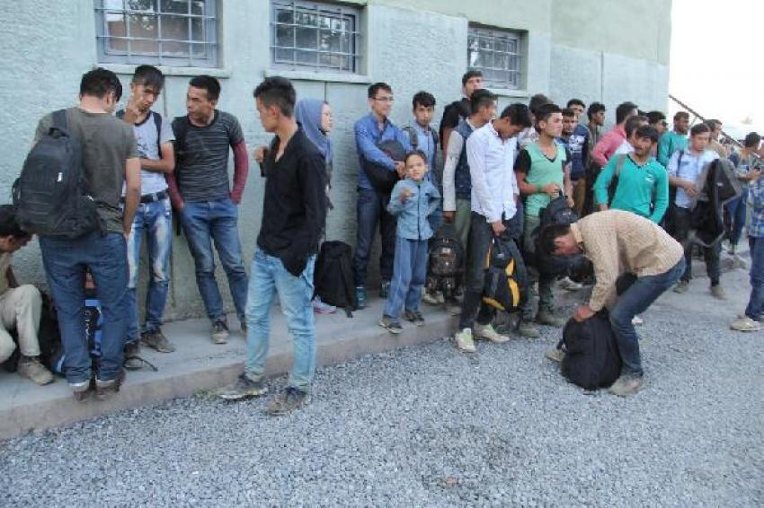 Kaçak göçmenleri Mehmetçik kurtardı