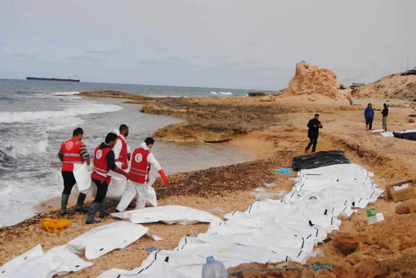 74 göçmenin cesedi sahile vurdu