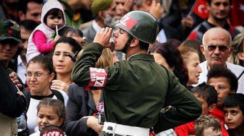 Gülben Ergen'in paylaştığı asker fotoğrafı olay oldu