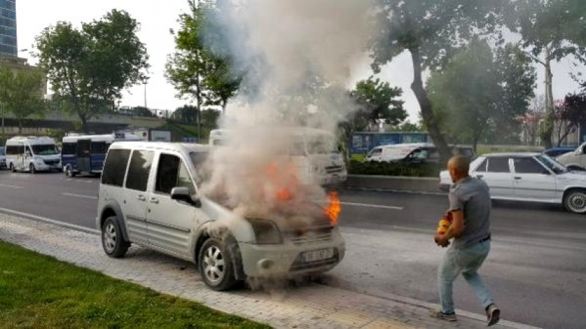 Bursa'da ticari araç alev alev yandı