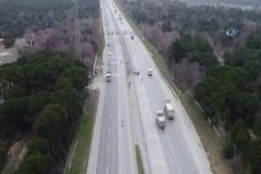 Hafriyat kamyonlarının yaşattığı tehlikeli anlar havadan görüntülendi