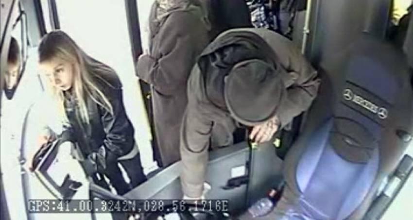 Halk otobüsünden bozuk paraları çaldı