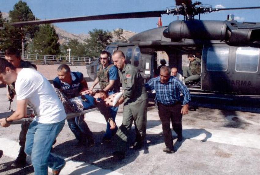 Yaylada hastalanan kadın askeri helikopterle alındı