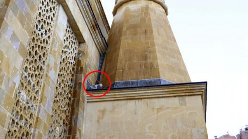 Hırsız minarede mahsur kaldı