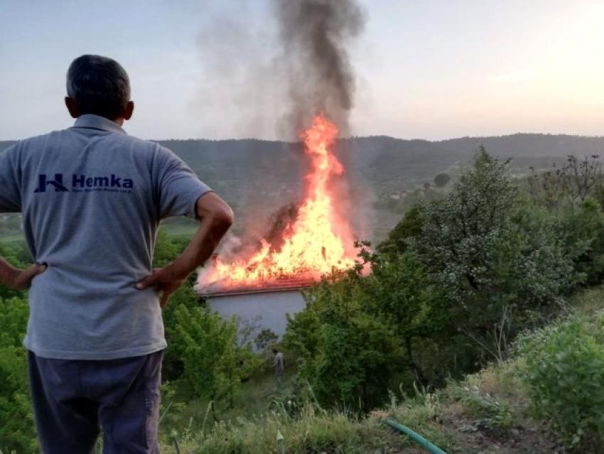 Bursa'da gözleme yaparken evi yaktı