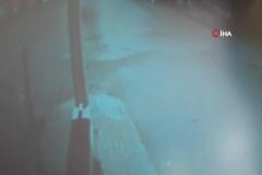İki araç kafa kafaya çarpıştı, o anlar kameraya yansıdı