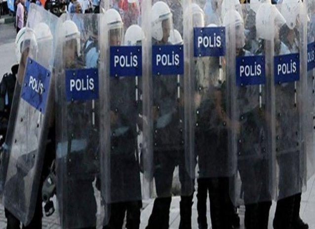 """İki polise """"eziyet"""" suçundan hapis cezası"""