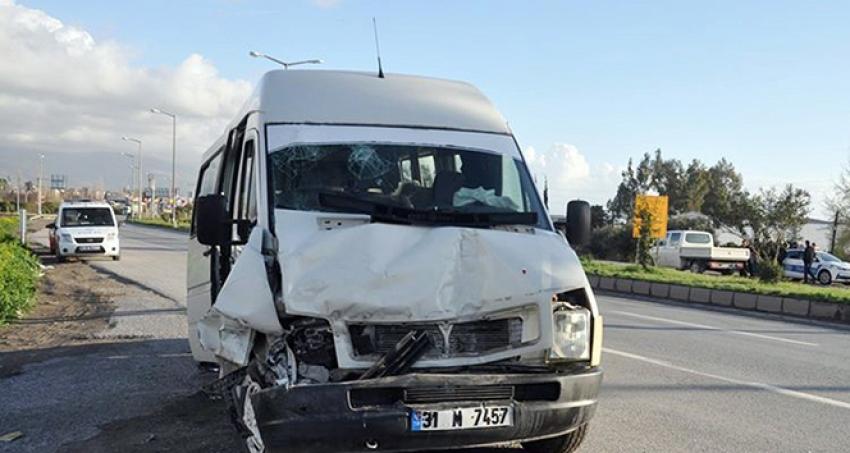 İki yolcu minibüsü çarpıştı: 6 yaralı