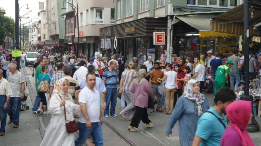 Bursa'da çarşılar doldu taştı
