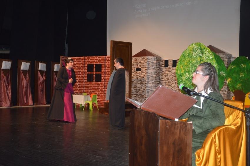 İpek Özel Çocuklar Tiyatro Topluluğu'dan Pamuk Prenses ve Yedi Cüceler Oyunu