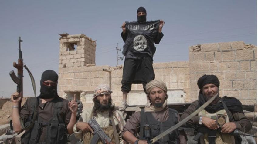 IŞİD iki erkek çocuğu astı