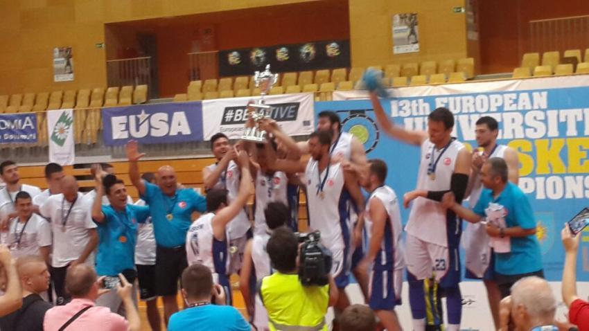Bursalı Koç İsmail Beleş'in takımı Avrupa Şampiyonu