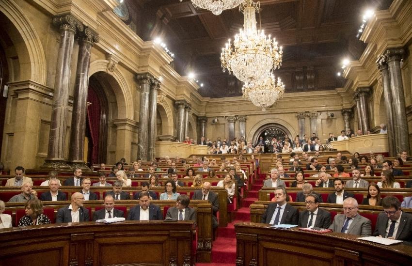 İspanya, Katalonya'nın bağımsızlık ilanını feshetti
