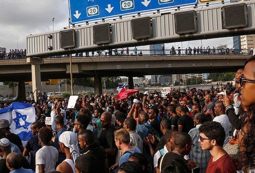 İsrail'de isyan büyüyor
