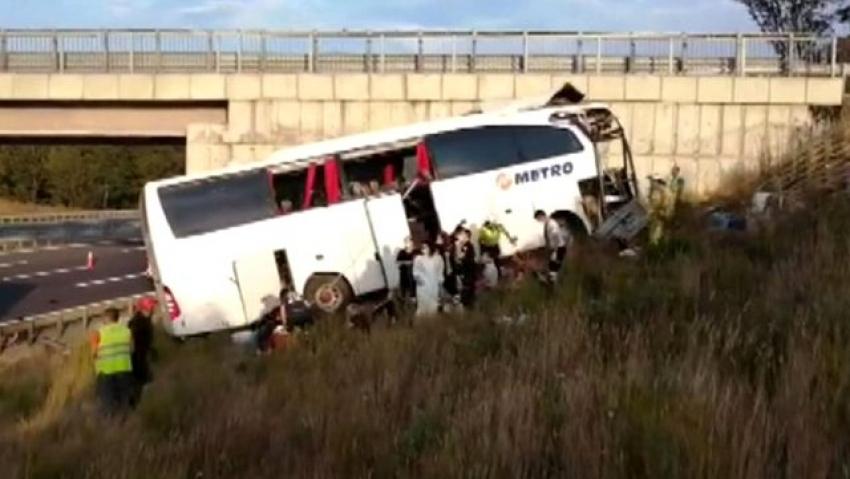 Yolcu otobüsü kaza yaptı: 5 ölü 25 yaralı!