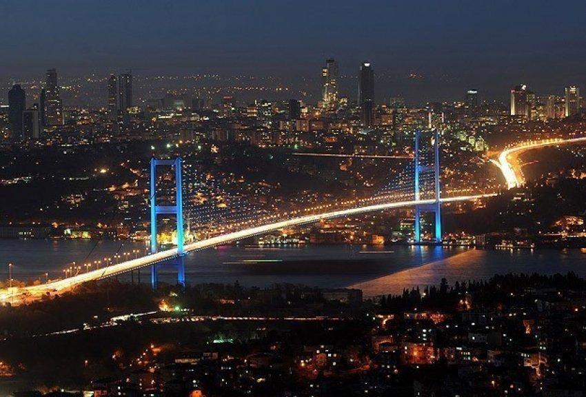 İstanbul siluetine özel aydınlatma