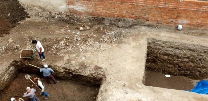 İznik'te bir evin altından küp çıktı