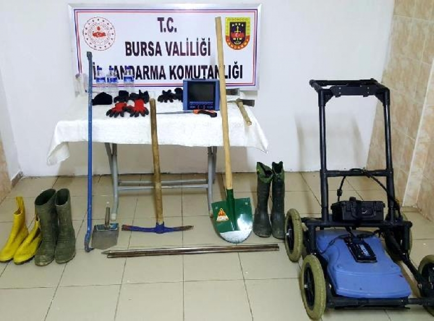 Bursa'da kaçak kazı yapan 5 kişi, suçüstü yakalandı