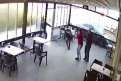 Kafede silahlı dehşet kamerada
