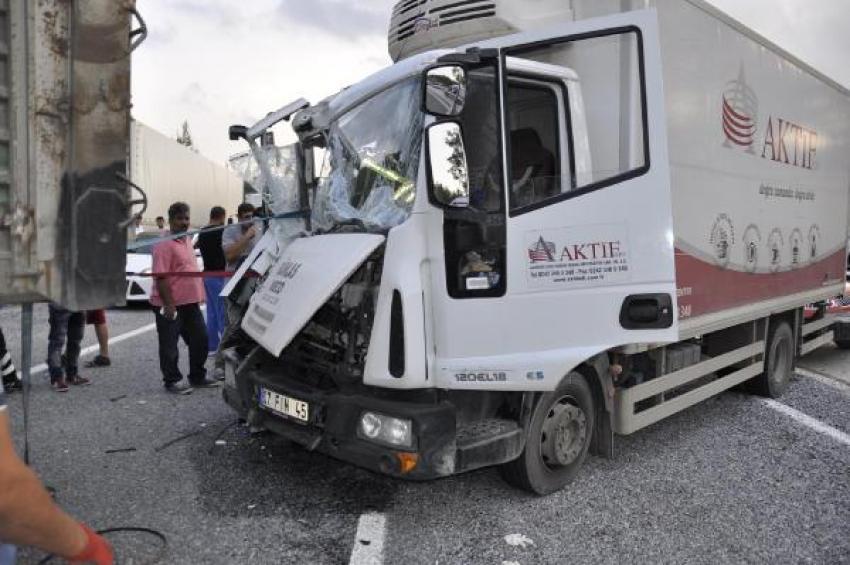Kamyon kamyona arkadan çarptı!