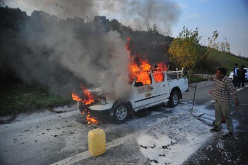 Bursa'da seyir halindeki araç aniden alev aldı!