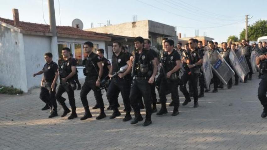 Polisin sloganlı yürüyüşüne soruşturma!